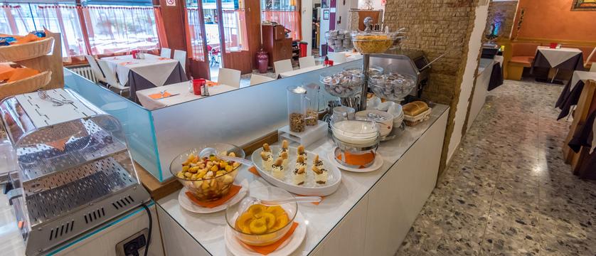 hotel-alpino-buffet.jpg